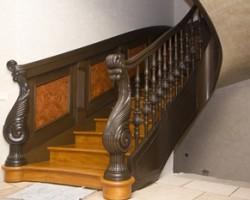 Преимущества балясин для лестниц из дуба, бука и сосны
