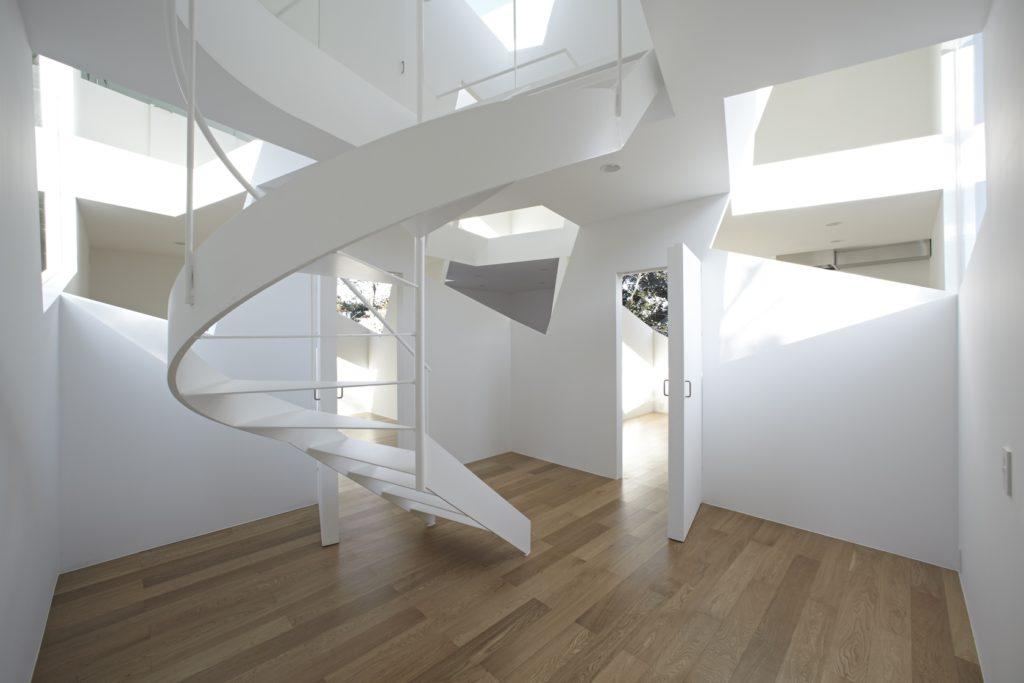 Стильный дизайн винтовой лестницы