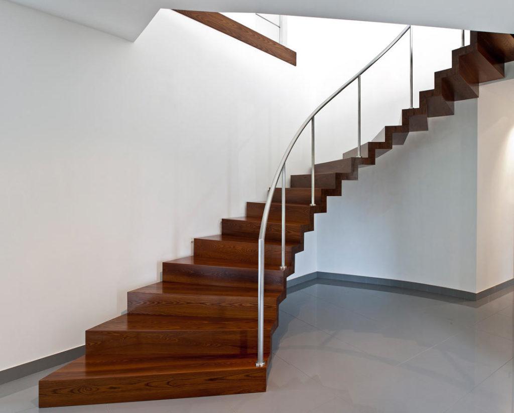 Винтовая с деревянными ступенями