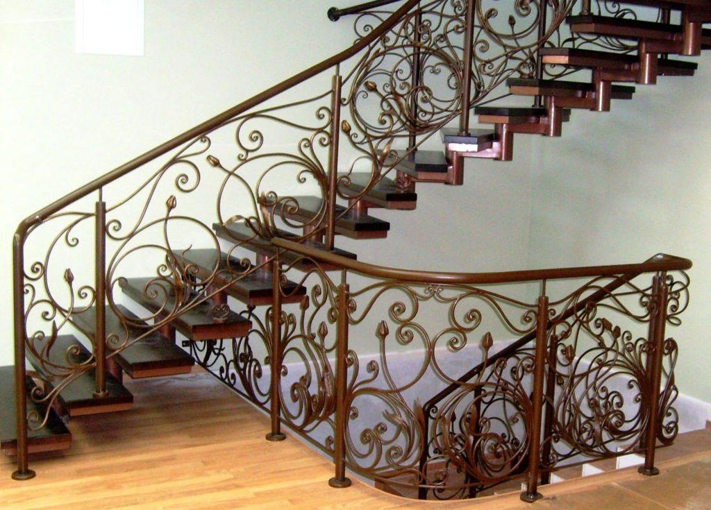 кованная металлическая лестница