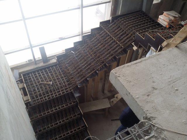 Двухмаршевая лестница армирование