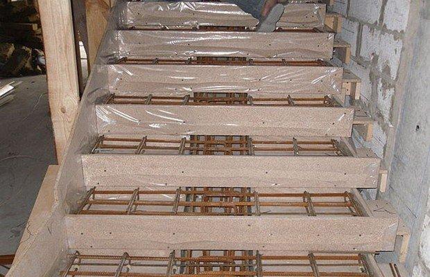 Армирование лестницы из бетона