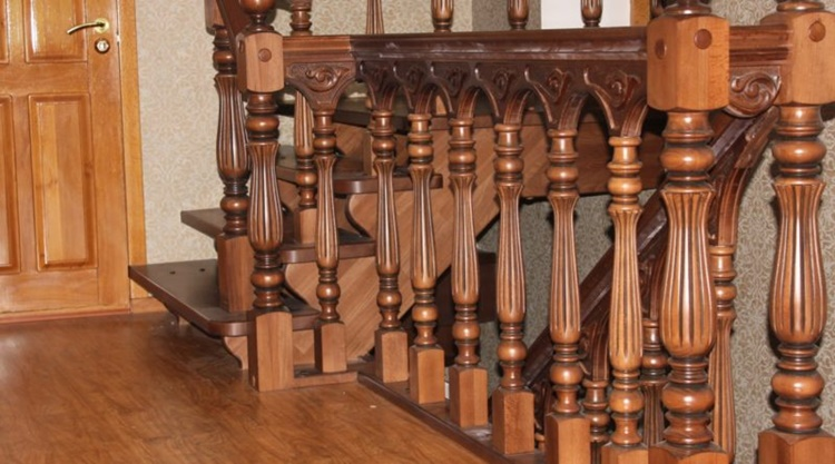 Балясины для лестницы из дерева круглые